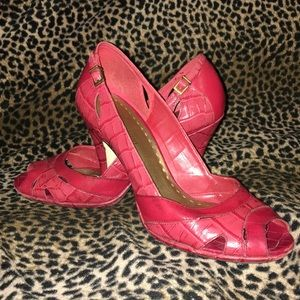 MUCH LOVED Gianni Bini Red Leather Peep Toes